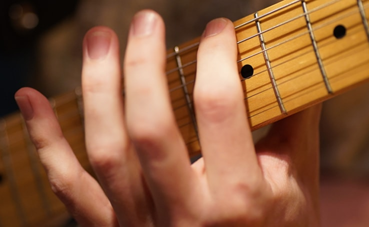 Muting-Strings-With-The-Side-Of-Index-Finger