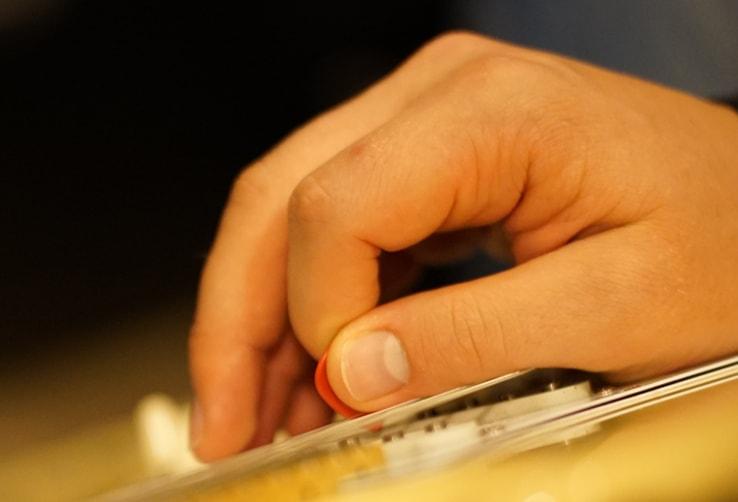Thumb-Muting-On-Guitar